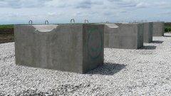 """От основите на компресорната станция сега е останала само площадката и постаментите, на които е била запоена символичната тръба на """"Южен поток""""."""