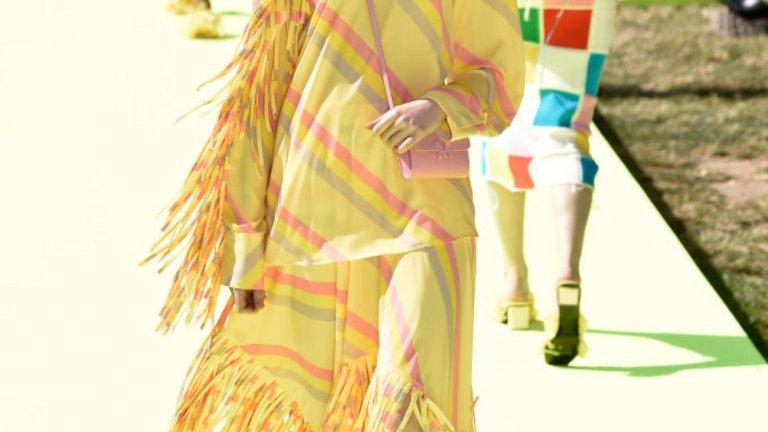 Очаква се да е популярен сред дрехите от по-леки и ефирни материи.   Рокля от колекцията на MSGM на Седмицата на модата в Милано през септември 2019 г.