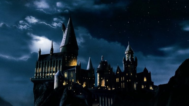 7.Съществува американска версия на Хогуортс  Роулинг потвърди, че Нют Скамандър, протагонистът от задаващия се филм Fantastic Beasts and Where To Find Them, е учил в американския еквивалент на Хогуортс. Точното име на училището обаче все още не е известно.