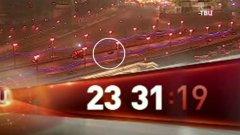 """Записът беше разпространен от """"ТВ Центр"""" в неделя и проследява с точност до секундата (между 23:16 ч. и 23:50 ч.) движението по Големия Москворецки мост, където е убит Борис Немцов пред очите на приятелката му."""