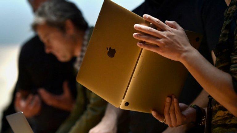 Другото най-коментирано е това, че при този модел ябълката на задния панел не свети