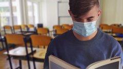 За учениците от 1 до 4 клас всяко училище ще решава само дали да бъдат задължени да носят лични предпазни средства