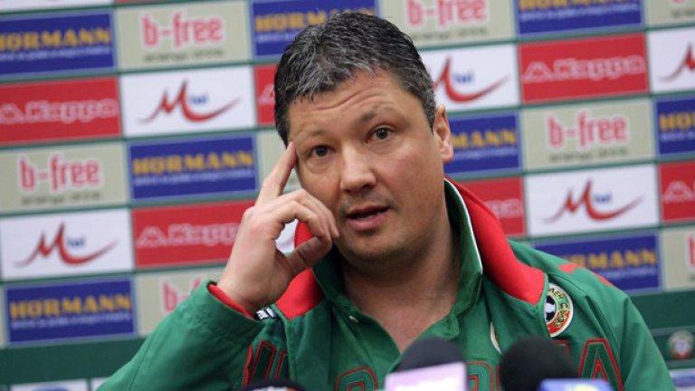 Пенев остава национален селекционер на България, реши днес БФС