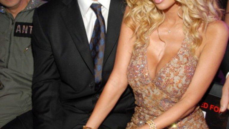 Тито Ортис и Джена Джеймсън Джена е едно от най-известните имена в бранша. Освен че направи милиони от порното, не спираше да казва, че извън снимачната площадка е спала със 100 жени и 30 мъже, сред които Томи Лий, Мерлин Менсън и Дейв Наваро. Любовта й с Тито Ортис пламва в интернет през 2006-а. През 2008 г. порнозвездата обявява, че е бременна и очаква близнаци.