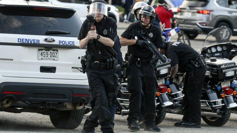 Полицаи на протеста в Денвър, Колорадо.
