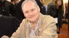 """Карлос Чакала  Истинското име на международния терорист всъщност е Илич Рамирез Санчес. Баща му е венецуелски марксист, който кръщава синовете си Владимир, Илич и Ленин.   След престрелка в Париж, при която загиват двама детективи и информатор, полицията съобщава на пресата само името """"Карлос"""". То е открито във фалшивите паспорти на стрелеца, съобщава The Guardian.  Прякорът """"Чакала"""" е последната част от пъзела. През 1975 г. Бари Удхамс намира чанта с оръжия в апартамента си в Лондон. Удхамс живее с бившата приятелка на Карлос и предполага, че оръжията са на терориста. Вместо да се обади на полицията, той се свързва с вестника The Guardian. Репортерът Питър Нийсуанд идва на мястото и забелязва, че на един шкаф стои копие на книгата """"Денят на Чакала"""" от Фредерик Форсайт.   Така на следващия ден във вестника е поместена статия за Карлос """"Чакала"""" - прозвище, което остава и до днес. Проблемът е, че книгата всъщност не е била притежание на терориста, а на самия Удхамс."""