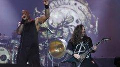Sepultura  Някои все още свързват формираната през 1984 г. бразилска група с братята Игор и Макс Кавалера, но днес тя има малко общо с миналото си. Игор всъщност е и последният оригинален член, който напуска състава - това се случва през 2006 г. Трябва да се отбележи, че басистът Пауло Джуниър е с групата от 1984-а и е участвал във всеки запис, т.е. е част от почти цялата ѝ история, но всъщност не е оригинален член - замества задържалия се съвсем за кратко оригинален басист Роберто Рафан.