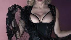 """Откакто Мадона е на сцена, светът спори дали тя може да пее или не. Едно е сигурно обаче, дори да се справя ОК с някои от кино включванията си, като цяло поп иконата не става много за актриса. Или да го кажем по-меко - гледали сме и по-добри филми от """"Евита"""". Честно."""