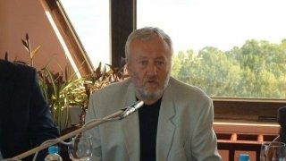 Чешмеджиев  почина през октомври 2012 г.