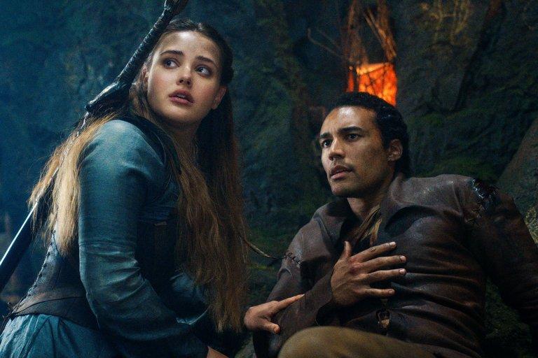 Да, това вдясно е Артур. И единственото, което е крал, е един вълшебен меч...