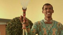 """Stromae нарича своите песни """"странни малки уроци"""", в които обхваща теми като мира, насилието и тишината"""