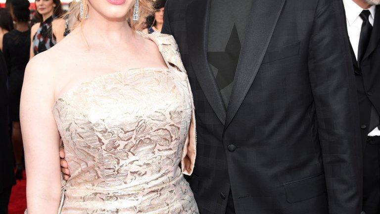 """Кристина Хендрикс   """"Момчетата от Медисън авеню"""" никога нямаше да са същите без пищната Кристина Хендрикс. През 2009-а тя се омъжва за колегата си Джефри Арънд, който обаче не е особено популярен. По нейните думи тя е запленена от Арънд, когато го среща, и го намира за невероятен.   Може и да не е модел от реклама на мъжко бельо, но Хендрикс признава, че и до ден-днешен не смее да носи анцуг пред него..."""
