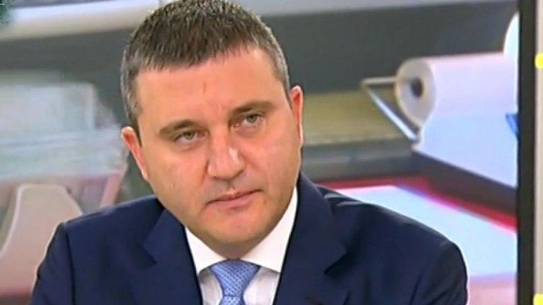 Финансовият министър очаква това да доведе до ръст на заплатите като цяло
