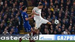 Един Джеко вкарва гола на вечерта с удар от въздуха и прави резултата 2:2