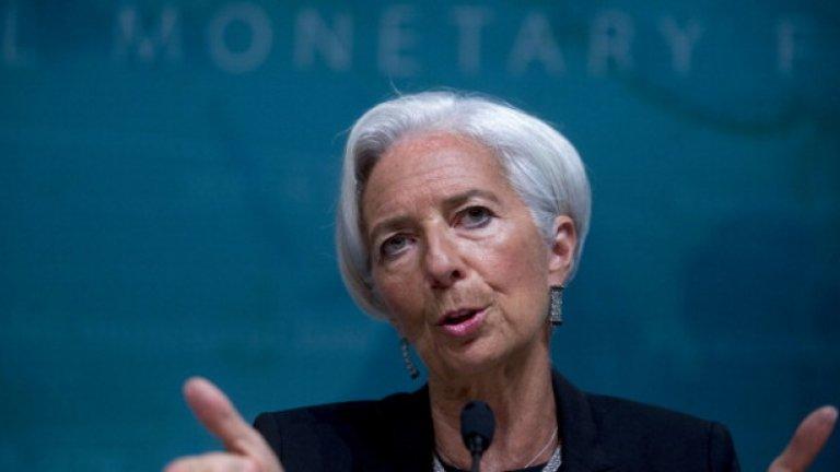 3. Кристин Лагарт На фона на очертаващите се кризи и на омаломощената Европейска централна банка от управлението на Марио Драги, сега Кристин Лагарт поема поста председател на ЕЦБ с идеята да закрепи основите й и да я предпази от по-сериозни кризи. Това означава, че ще бъдат тествани нейните умения не само на банкер, но и на политик, ако иска да спечели на своя страна европейските фискални ястреби и да подтикнете лидерите на държавите членки към така необходимите реформи. В предишната си позиция като ръководител на Международния валутен фонд, Лагард се застъпва за по-слаб подход към гръцкия дълг. След номинацията си за ЕЦБ тя предложи да иска по-голям бюджет на еврозоната, призова за увеличаване на разходите от богати страни като Германия и Холандия и каза, че борбата с изменението на климата трябва да стане един от приоритетите на банката.