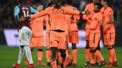 Садио Мане се радва след асистенцията си за втория гол на Салах