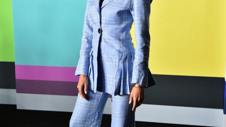 Журналистката Илейн Уелтерот редовно препраща с облеклото си назад във времето. Тази година на мода отново ще е карето отгоре до долу.