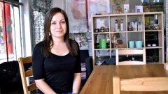 Яна Петрова не заобикаля правилата, а се опитва да ги промени към по-добро. Всеки, който има желание да направи същото, може да се насочи към споделеното място за готвачи и любители на добрата храна в София - CoKitchen