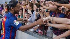 Те са без отбор, но съвсем не са за изхвърляне - вижте в нашата галерия сред кои свободни агенти Барселона може да избира за временен заместник на Дембеле и защо Роналдиньо е сред тях?