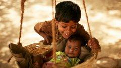 Във времена на криза се е увеличило насилието върху деца - все повече зачестява т.нар. синдром на разтърсеното бебе...В Индия обаче, където мизерията си е мизерия, няма статистика за такива случаи
