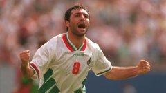 """Христо Стоичков. Номер 8. Лудият. Камата. Българският футболен Бог, който спечели """"Златна топка"""" и влезе в клуба на най-великите в играта. Част от дриймтима на Кройф, донесъл първата европейска титла на Барселона, голмайстор на Мондиал 1994, където България игра полуфинал, спечелил не само """"Топката"""" на """"Франс футбол"""", но и """"Златна обувка"""". Няма да имаме друг такъв. За щастие поне имаме спомена от него."""
