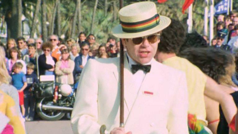 Elton John - I'm Still Standing Понякога раздялата след връзка минава през теб като товарен влак. Въпросът обаче е да имаш силата да се изправиш след това. В този случай парчето е за онези, които успяват.