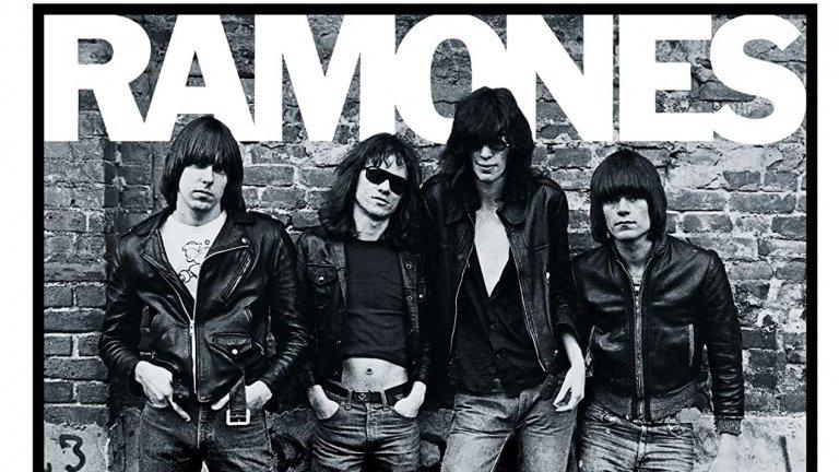 Ramones – Ramones  Тук отново сме на пънк вълна и отново става въпрос за дебютен албум. Всъщност излезлият през 1976 г. Ramones е записан само за 7 дни, но си остава един от най-значимите пънк албуми в историята, вдъхновил и безкраен списък от групи в други жанрове като хеви метъла и грънджа.   И до днес Ramones са помнени не с перфектно звучене и безупречни записи, а със сурова енергия, бясно темпо и безспорна автентичност. В средата на 70-те други банди вече са харчели десетки хиляди долари за записването на албумите си, експериментирали са безкрайни часове в усъвършенстване на студийните техники, в местене на микрофоните и настройване на усилвателите. Ramones се нуждаели само от 6400 долара и от запазено за една седмица студио, за да реализират своя дебют, изпълнен с кратки, но съдържателни песни от по две минути. Някои от тях като Blitzkrieg Bop звучат актуално и днес.