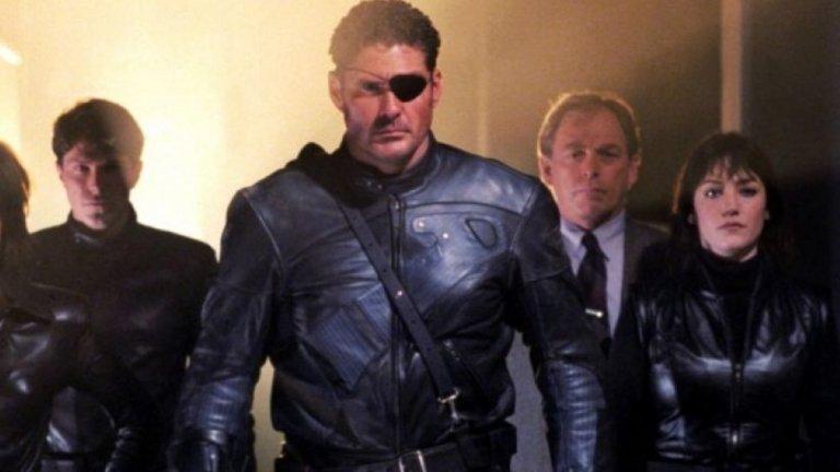 """8. Дейвид Хаселхоф  Мич Бюканън захвърля буя и слага прeвръзка за око, за да изиграе тайния агент от комиксите на Marvel Ник Фюри. Да, същият, когото Самюел Джаксън играе в новите Marvel-ски филми. Врътката е, че в комиксите Фюри всъщност е бял и визуално наподобява актьора от """"Спасители на плажа"""". Така през 1998 г. Хаселхоф участва в телевизионния филм """"Nick Fury: Agent of S.H.I.E.L.D."""", за да покаже на света, че е невъзможно да го възприемаш като нещо друго освен Мич. Край на историята."""