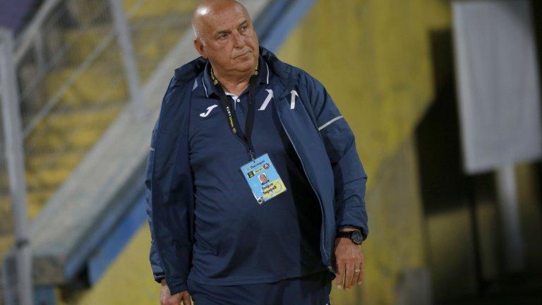 Треньорът на Левски хвърли оставка след резила