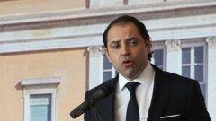 Панайотис Мавридис, по-известен като Такис, е бивш служител на държавната електрическа компания DEI. Службата при сигурен работодател - държавен монополист - е мечта за повечето гърците