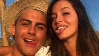 Дибала обяви, че той и приятелката му Ориана са болни на 21 март. И до днес пробите на футболиста все още са положителни.