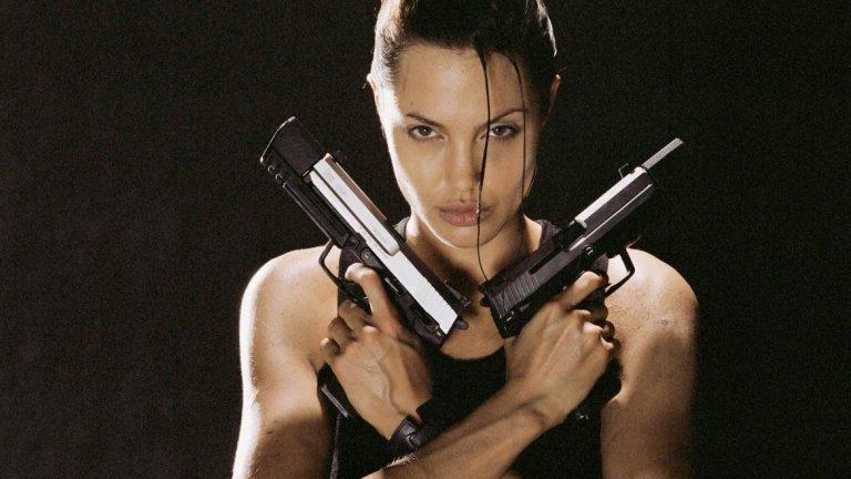 Анджелина Джоли оспорва с Шарлийз Терон и Скарлет Йохансон броя на мъжки момичета, изиграни в киното. През 2001 година тя се превъплъти в археоложката Лара Крофт и показа майсторство и с пистолетите.