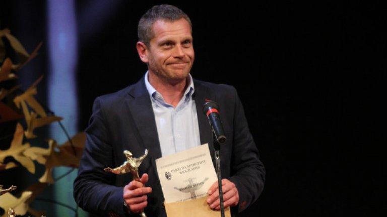"""Юлиан Вергов получи приз за второстепнна мъжка роля за играта си в """"Солунските съзаклятници"""" - постановка на Народния театър"""