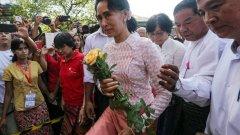 Много от имащите право на глас 30 милиона мианманци пуснаха бюлетини за пръв път, в това число и нобеловата лауреатка и водач на опозицията Аун Сан Су Чжи