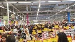Според главния здравен инспектор препълнените магазини и опашките са отговорност на мениджърите на магазините