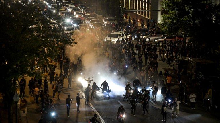 Хора блокираха движението в центъра на Денвър във втория ден на протестите там.