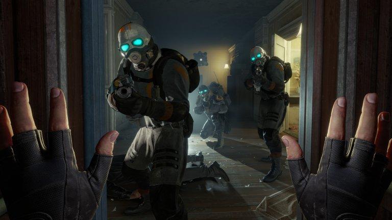 Half-Life:Alyx  Жанр: VR first person shooter   Всичко познато от култовата поредица отново е налице: брилянтен дизайн на нивата, интересни пъзели, страхотна динамика, щателно внимание на детайлите, както, разбира се, и чудесно озвучаване.    Единствената разлика е, че този път акцентът е върху тялото на самия играч. От Valve наистина са се постарали да пресъздадат едно впечатляващо VR преживяване. Въпреки, че играта като цяло е линейна, все пак има достатъчно странични маршрути и скрити пътеки, които правят света по-широк и взаимосвързан. А появата на Alyx може само да ни кара да се надяваме скоро най-накрая да видим Half-Life 3. Но нека бъдем реалисти...