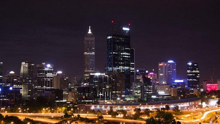 """7. Пърт, Австралия  Третото австралийско присъствие в челната десетка има общ резултат от 95,9 точки. Те се разпределят съответно: """"сигурност"""" - 95; """"здравеопазване"""" - 100; """"култура и околна среда"""" - 88,7; """"образование"""" - 100; """"инфраструктура"""" - 100."""