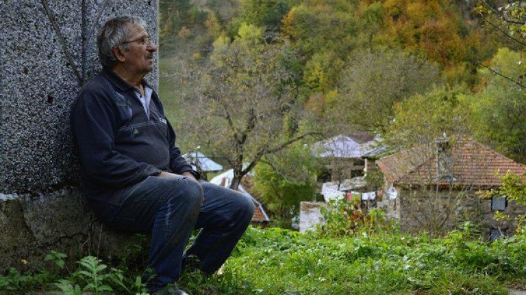 Недко Кокаров. 70-годишният пенсионер е човек с голямо сърце и сладкодумен разказвач, който живописно рисува с думи родопското ежедневие