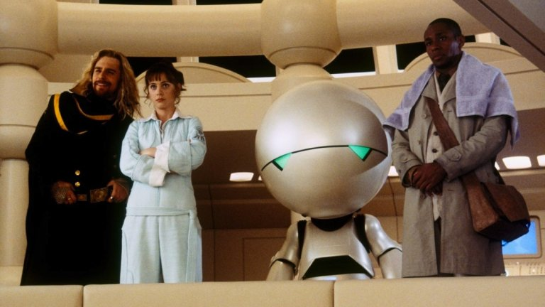 """Скоро след това озвучава депресирания робот Марвин в адаптацията по """"Пътеводител на галактическия стопаджия"""" на Дъглас Адамс. Партнира си с Мартин Фрийман, Сам Рокуел, Зоуи Дешанел, Джон Малкович, Стивън Фрай и други."""