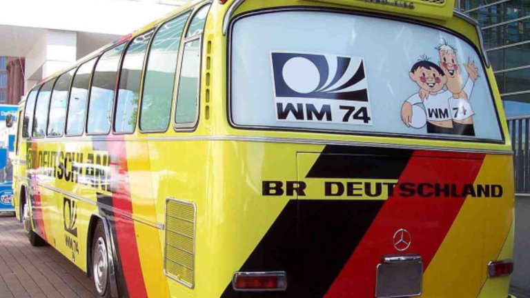Така изглеждаше автобусът на националния отбор на Германия за световното през 1974-та.