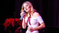 16-годишната певица е единствената звезда, макар и слабо позната извън Щатите, която прие да участва в церемонията.