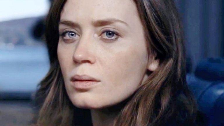 """Момичето от влака  Премиера за България: 7 октомври  Рекламиран като """"следващия Gone Girl"""", филмът проследява Рейчъл Уотсън (Емили Блънт), попаднала в центъра на мистерия с бившия си съпруг и изчезнало младо момиче. По някакъв начин героинята е свързана не само с новото семейство на своя бивш съпруг, но и с това на непозната двойка, която тя наблюдава всеки ден от влака. Базиран на едноименния бестселър на New York Times от миналата година, """"Момичето от влака"""" може да се превърне в още една успешна адаптация, завоюваща множество награди."""