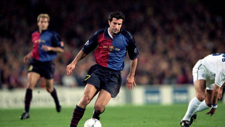 Луиш Фиго от Барселона в Реал Мадрид (2000)  За този трансфер сякаш е казано всичко. Фиго, впоследствие замерен със свинска глава от феновете на Барса, се беше почувствал недооценен при каталунците и премина във вечния враг. Там португалецът постави началото на галактическата ера на Флорентино Перес и даде своя принос в един от най-талантливите футболни отбори, събирани някога. Кулминацията беше спечелената Шампионска лига през 2002 г. За Барселона това не бяха добри години и те взеха отново титлата на Испания едва през 2005-а и Шампионската лига през следващата година.