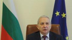 Служебният премиер Огнян Герджиков, който смени 14 областни управители в сряда, обяснява рокадата с некоректното им поведение. Това става ясно от публикуваната стенограма от заседанието на МС в сряда.