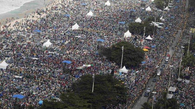 Концерт на Род Стюард на Копакабана, Рио де Жанейро  Безплатният концерт на изпълнителя, организиран по случай бразилската Нова Година събира 3 500 000 души на плажа Копакабана в Рио де Жанейро през 1994 година. Според други данни са присъствали около  4 200 000 души. Във всички случаи това е трудно да се установи, тъй като е имало слушатели както на плажа, така и по улиците наоколо