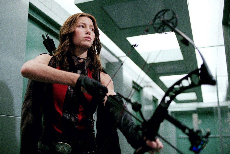 """Кариерата й поема в нова посока - тази на киното - с участия във филми като """"Тексаското клане"""" (2003 г.), """"Блейд: Тринити"""" (2004 г., на снимката), """"Илюзионистът"""" (2006 г.), """"Обявявам ви за законни Чък и Лари"""" (2007 г.) и """"А-Отборът"""" (2010 г.). Често пъти става дума за продукции с добри финансови резултати, които обаче не блестят с качество."""