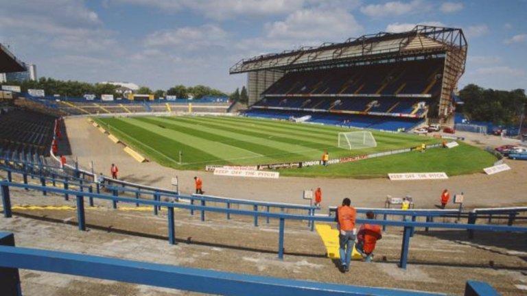 От първото издание на Висшата лига се промениха много неща. Така изглеждаше стадионът на шампиона Челси, който едва не фалира след построяването на източната трибуна. Вижте в галерията.