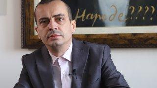 Отстраняването му става със заповед на кмета Йорданка Фандъкова, като мотиви не се посочват в съобщението на Столична община
