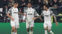 Дибала, Куадрадо и Дани Алвеш празнуват безгрижно единствения гол в мача